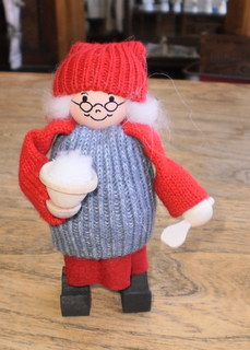 Tomte Grandma with Rice Pudding